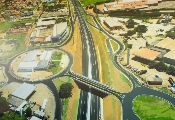 Além da duplicação, a rodovia ganhou vários dispositivos e melhoramentos