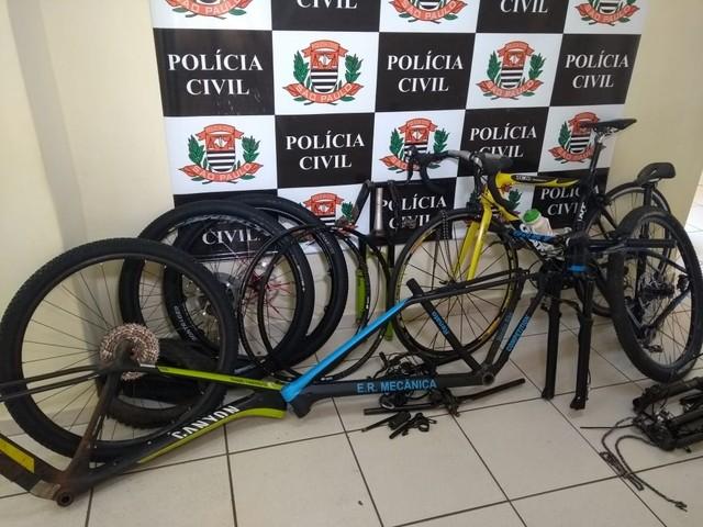 Polícia apreendeu bicicletas de alto valor que foram furtadas em Avaré (SP) — Foto: Rafael Honorato/TV TEM