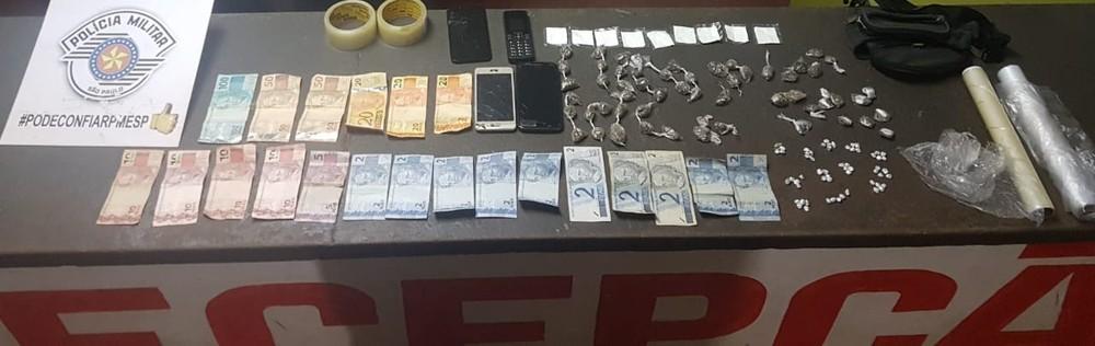 Polícia apreendeu drogas, dinheiro e embalagens em Cerqueira César (SP) — Foto: Polícia Militar/Divulgação