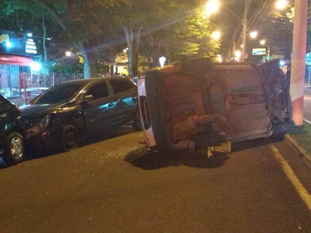Carro tombou em Avaré (SP) — Foto: Arquivo Pessoal
