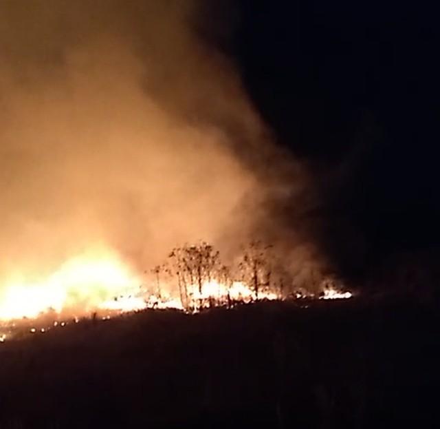 Incêndio atinge terreno particular em Avaré — Foto: Arquivo Pessoal