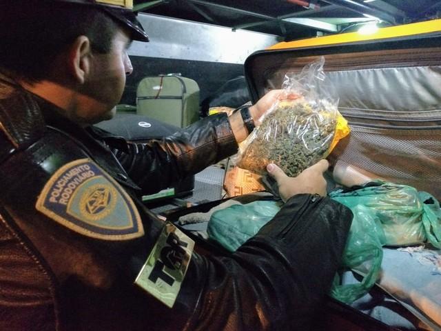 Polícia encontrou skunk dentro de embalagem de cookies em Avaré (SP) — Foto: Polícia Militar Rodoviária/Divulgação