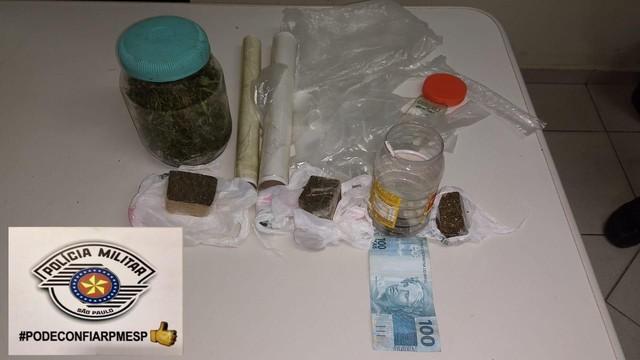 Polícia apreendeu porções de maconha em Avaré (SP) — Foto: Polícia Militar/Divulgação