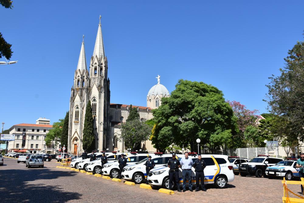 Guarda Civil Municipal entrega seis novas viaturas para patrulhamento de Botucatu