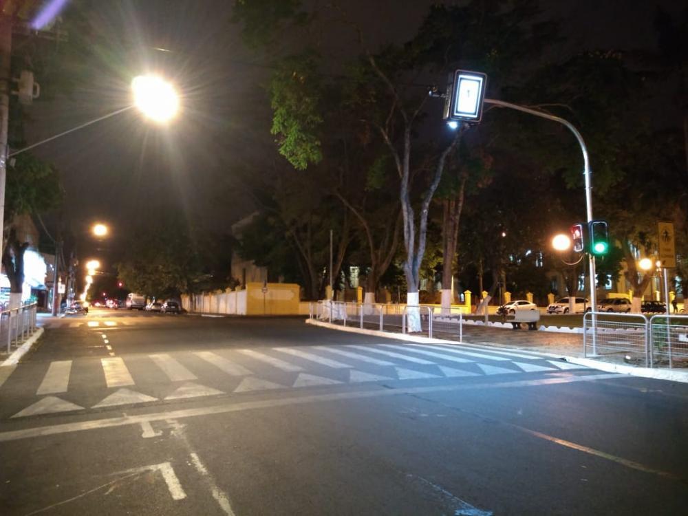 Itapetininga recebe seis novos semáforos luminosos para travessia de pedestres