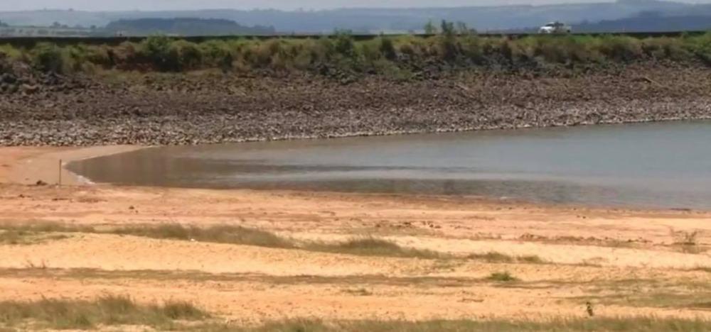 Vazão de água de reservatórios do Paranapanema é diminuída para recuperar nível — Foto: Reprodução/TV TEM