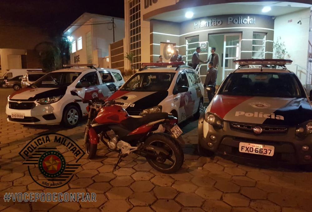 Polícia Militar prende jovens por furto de motocicleta em Avaré