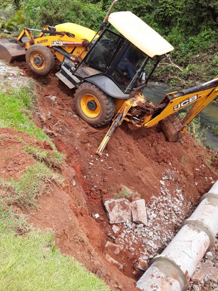 Equipes da prefeitura trabalham na prevenção contra enchentes em bairros de Itapetininga