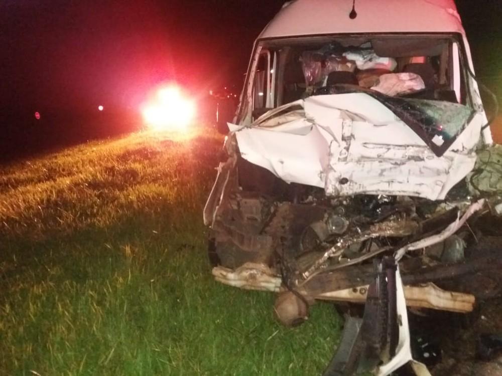 Motorista morreu após colisão com caminhão em Avaré (SP) — Foto: Corpo de Bombeiros/Divulgação