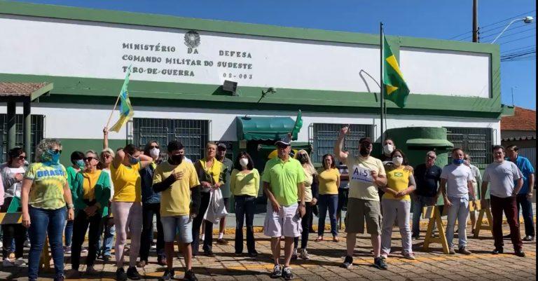 Manifestantes pedem impeachment de Dória, AI-5 e flexibilização da quarentena