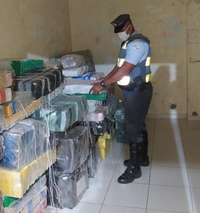 Polícia Rodoviária apreende quase três toneladas de maconha na Rodovia Castello Branco, em Avaré — Foto: Polícia Militar Rodoviária/Divulgação