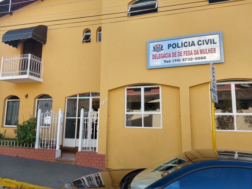 Delegacia da Mulher prende homem acusado de abusar sexualmente de menor em Avaré